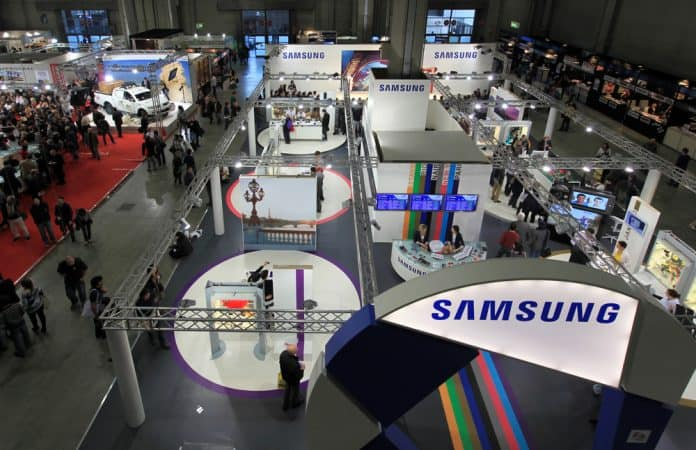 Samsung-foldbare-smartphone-paa-vej